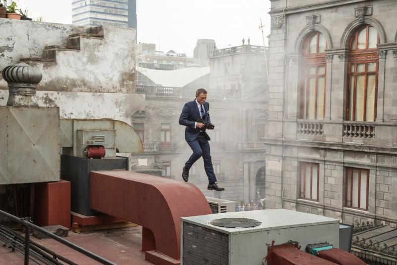 007-Spectre-Daniel-Craig-2015-Picture-800x533