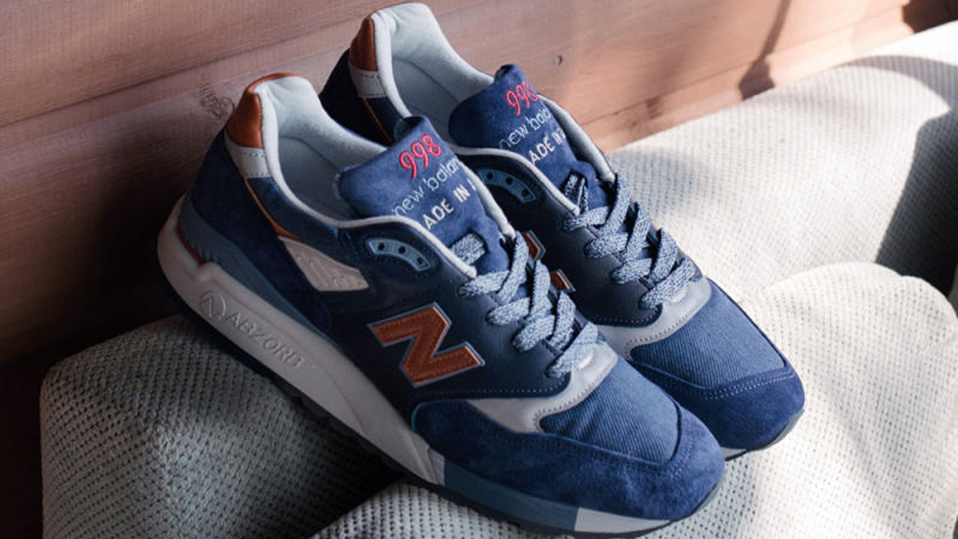 SNEAK PEEK EXCLUSIVELY UNLOCKS THE USA DISTINCT RETRO SKI COLLECTION 998 & 990