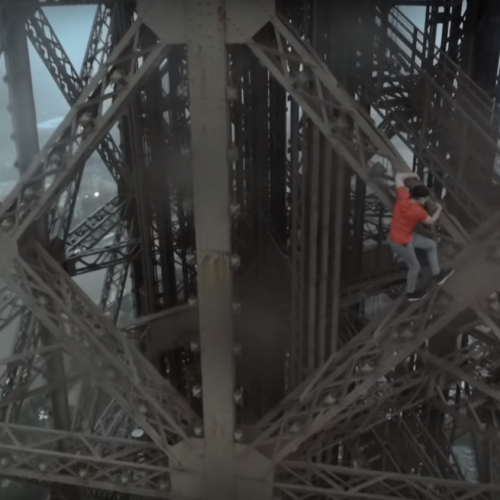 WOULD YOU DARE CLIMB THE EIFFEL LIKE THEM?