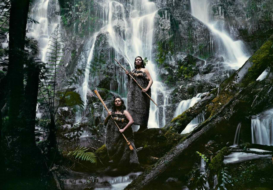PHOTOGRAPHER CAPTURES THE LAST SURVIVING TRIBES ON EARTH AND IT WAS STUNNING