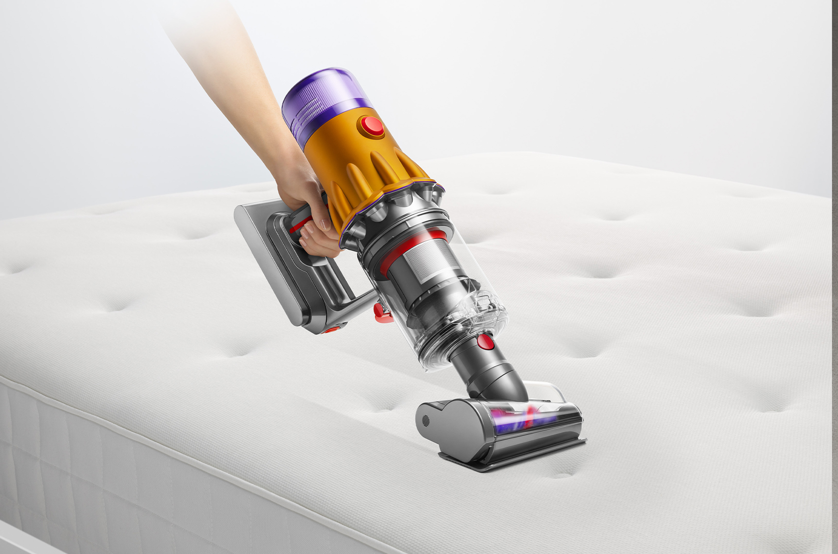 THIS NEW DYSON VACUUM CAN REVEAL HIDDEN DUST WITH ITS LASER FEATURE 7